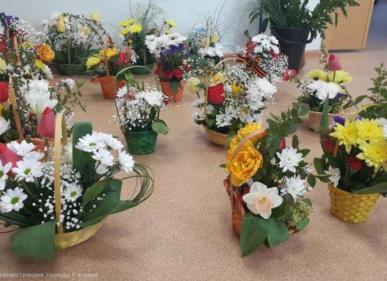 «Цветы Победы – ТОС»: в преддверии 9 мая активисты ТОС изготовили в подарок для рязанских ветеранов цветочные композиции