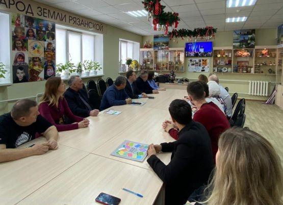 В ресурсном центре «ДОМ ТОС» состоялось общественное обсуждение ежегодного послания Президента России