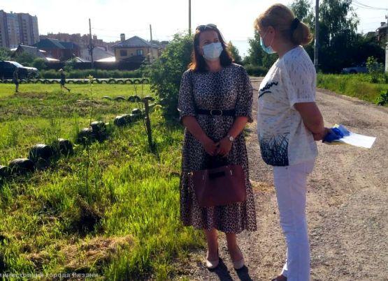 Специалисты администрации города Рязани ежедневно проверяют качество уборки дворов и соблюдение графика вывоза мусора