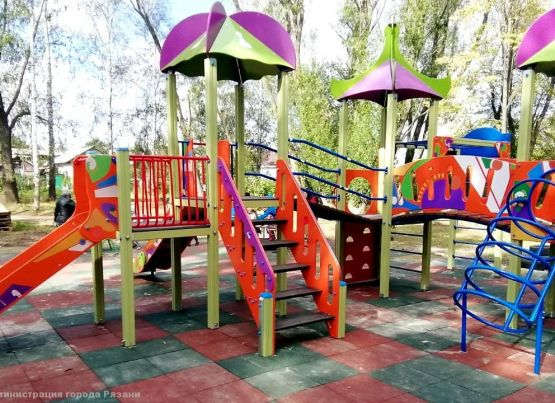 При строительстве детских игровых площадок в рамках местных инициатив используются современные материалы
