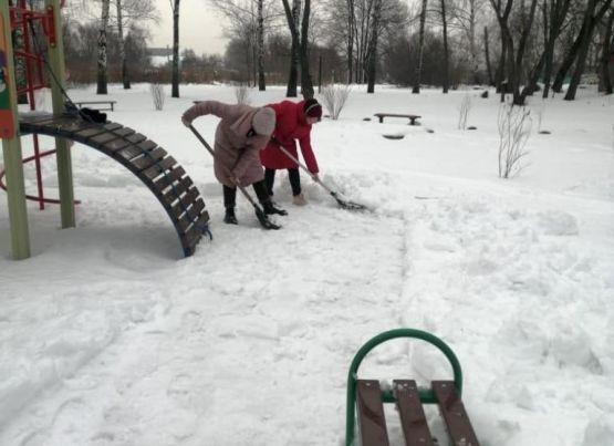 Народные субботники по месту жительства: рязанцы присоединились к уборке своих терриорий от снега